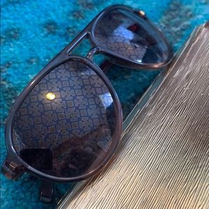 Tory Burch aviator sunglasses, logo print lens